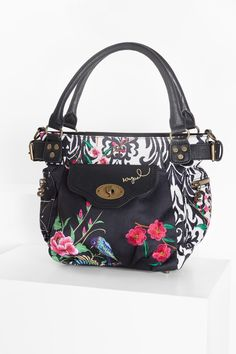c62ccd3603 This cute and feminine floral bag can also be worn as a shoulder bag. It  measures 23 x x cm, so it's big enough for daily use yet small enough to  carry ...