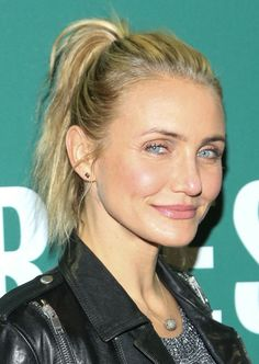 Cameron Diaz's Inspiring Hairstyles For Women With Fine Hair - Be Trendsetter Gym Hairstyles, Formal Hairstyles, Pretty Hairstyles, Celebrity Hairstyles, Hairstyle Ideas, Hair Ideas, Cameron Diaz Hair, Cameron Diaz And Benji, Casual Makeup