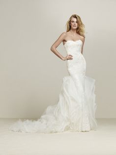 Original wedding dress with skirt with lace frills - Drimila - Pronovias | Pronovias