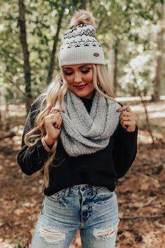 Winter Senior Pictures, Cute Senior Pictures, Winter Photos, Winter Pictures, Senior Photos, Fall Photo Shoot Outfits, Senior Photo Outfits, Winter Outfits, Senior Photography Poses