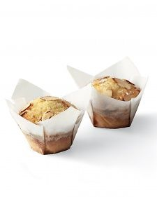 These crisp parchment paper wrappers give muffins and cupcakes a festive air -- and they keep the baked goods from sticking to the pan, too.