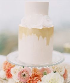 Lovely touch with the gold foil/brush detail, like the idea that the cake is on a stand with flowers or decorations underneath