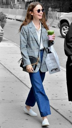 Lily Collins in New York City, New York on Saturday Star Fashion, Girl Fashion, Lily Collins Style, Off Duty, Jean Outfits, My Wardrobe, Color Splash, Spring Fashion, Celebs