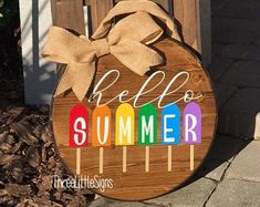 Beautiful front porch hanger to welcome summer Front Door Signs, Front Door Decor, Front Porch, Man Crafts, Stocking Holders, Burlap Bows, Hello Summer, Winter Garden, Handmade Decorations