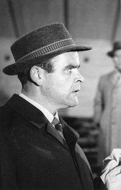 Risto Mäkelä esitti vuosina 1960-82 lähes 30 filmiroolia, joista merkittävimmät olivat pääosat draamoissa Me (1961) ja Hän varasti elämän (1962). Hänet muistetaan monista sivuosista, joista tunnetuimpiin kuuluu saarnaaja Mustapää elokuvassa Kaasua, komisario Palmu! (1961). Komeaääninen Mäkelä esiintyi opereteissa sekä oopperoissa ja teki huomattavan luonnenäyttelijän uran Suomen Kansallisteatterissa.