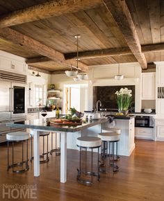 Bow retained the T-configuration of the original kitchen island, but replaced the original extension—which included banks of drawers under a wooden top— with a more slender eating bar topped with zinc. Zinc Countertops, Kitchen Countertop Materials, Granite Kitchen, New Kitchen, Kitchen Dining, Kitchen Island, Kitchen Ideas, New England Homes, Exposed Wood