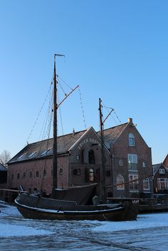 My Grandpa's hometown Dokkum. You can see the name Erven Brouwer on the storehouse. There is a story in the family of a Brouwer apprentice who went down to Amsterdam to trade his master's wares, and came back with his own boat. And that's how the business started.