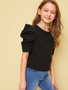 To find out about the Girls Pleated Puff Sleeve Solid Top at SHEIN, part of our latest Girls Blouses ready to shop online today! Fashion Kids, Girls Fashion Clothes, Girl Outfits, Cute Outfits, Fashion Outfits, Fashion Trends, Girls Blouse, Blouse Dress, Cute Dresses