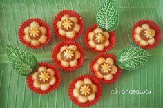 Resepi Biskut Tart Nenas Bunga - step by step Nutella Cookies, Cute Cookies, No Bake Cookies, Biscuit Cookies, Biscuit Recipe, Watermelon Dessert, Nyonya Food, Chinese New Year Cookies, Pineapple Tart