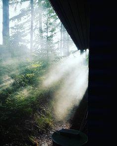 #latergram Bezaubernde Stimmung am Mökki bei #Keuruu. Mystisch zog der Nebel  um die Hütte am See vor 3 Wochen. So schön war's da.  . #thebestoffinland #thisisfinland #ig_finland #finnland #suomenluonto #nature #amazingnature #takemeback #memory #iwishiwasinfinland #visitfinland #tbthursday #tbt