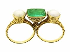 Carved emerald & pearl double finger ring c.1880 American or European
