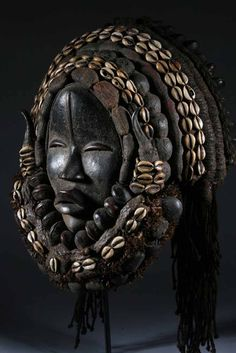 Dan mask clean lines in African Art