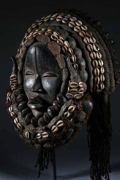 Dan mask clean lines in African Art