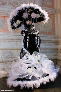 Venetian Costumes, Venice Carnival Costumes, Venetian Carnival Masks, Mardi Gras Carnival, Carnival Of Venice, Venetian Masquerade, Masquerade Costumes, Masquerade Ball, Venice Carnivale