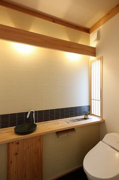 写真08|N様邸/ラフィネ/OM/トラッド(H28.4.21更新) Japanese Home Design, Japanese Modern, Japanese House, Modern Toilet, Toilet Design, Japanese Architecture, Tiny House Plans, Cozy Place, Home Hacks