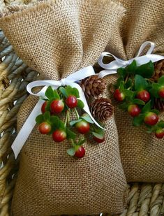Easy diy christmas gifts - How to make DIY Burlap Gift Bags – Easy diy christmas gifts Easy Diy Christmas Gifts, Christmas Gift For You, Burlap Christmas, Christmas Gift Wrapping, Holiday Crafts, Christmas Decorations, Halloween Decorations, Christmas Christmas, Xmas Gifts