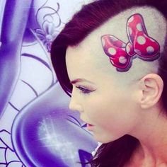This perfectly placed Minnie Mouse bow. WANT NOWWWW