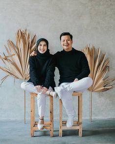 Pre Wedding Shoot Ideas, Pre Wedding Poses, Pre Wedding Photoshoot, Wedding Couples, Korean Wedding Photography, Wedding Couple Poses Photography, Couple Photoshoot Poses, Muslimah Wedding Dress, Studio