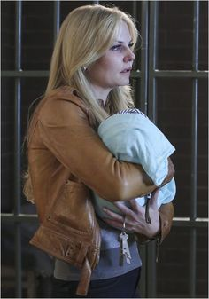 Once Upon a Time  Emma and Éva Swan  ( Daughter of Snowing )