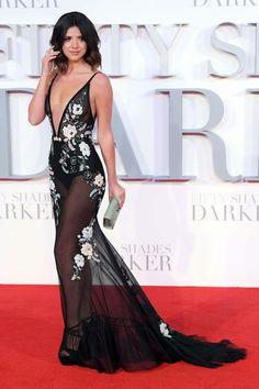 Outra que arrasou no look vestindo um poderoso #bertabridal floral e sensual, foi a Lucy Mecklenburgh. Adorei!♥️💫 #glamourous #lucymecklenburgh #fashionstyle #fiftyshadesdarker #premiere #london