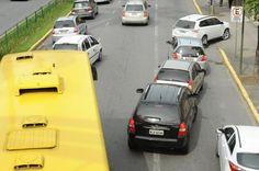 Faixa de ônibus da avenida JK continua causando polêmica em Joinville +http://brml.co/1EztQvX