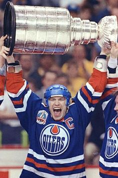 Have you ever thought about who the best hockey player in the world is? This article features the best NHL players to ever play the game of hockey. Mark Messier, Stanley Cup Playoffs, Wayne Gretzky, Edmonton Oilers, Vancouver Canucks, Sports Figures, Hockey Players, Hockey Logos, Hockey Teams
