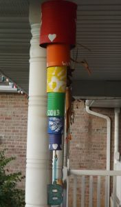Create wind chimes from empty cans