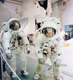 Apollo 12 astronauts Pete Conrad and Alan Bean train to walk on another world they would become the and to walk on another celestial body. Pete Conrad, Apollo Spacecraft, Nasa Clothes, Apollo Space Program, American Space, Space Outfit, Nasa Astronauts, Space Race, Space Station