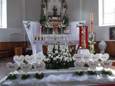 Candle Centerpieces, Candles, All Saints Day, Church Flowers, Altar Decorations, First Holy Communion, Corpus Christi, Kirchen, Flower Arrangements