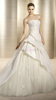 A-Line/Princess Sleeveless Long/Floor-length Taffeta Wedding Dresses With Appliques Court Train WD2A43