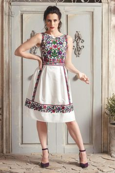 Frock Fashion, Batik Fashion, Boho Fashion, Fashion Dresses, Morrocan Dress, Boho Midi Dress, Mexican Dresses, Open Back Dresses, Knee Length Dresses