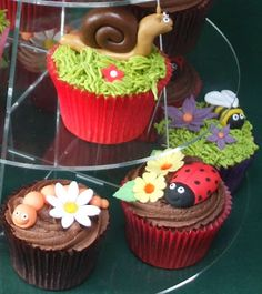 Garden Cupcakes Garden Cupcakes, Call Me Cupcake, Cupcake Collection, Cupcake Heaven, Vanilla Frosting, Little Cakes, Yummy Cupcakes, Cooking With Kids, Love Cake