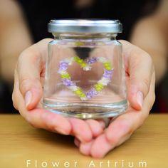 大人気「ハーバリウム」の進化形!お花のオーナメントが浮いているかのように見える「フラワーアートリウム」の作り方&参考作品をご紹介致します☆うわさの浮游花シートの情報も要チェックです!