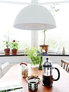https://i.pinimg.com/236x/16/6a/47/166a47f2ba47244977755ee5eeff4aae--morning-coffee-kitchen-tables.jpg