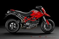 Browse the largest gallery of Ducati Hypermotard 939 images. Check the latest photos of Hypermotard 939 including bike seats, wheels, headlights, side view mirrors . Ducati 1100, New Ducati, Moto Ducati, Ducati Motorcycles, Moto Guzzi, Vintage Motorcycles, Motorcycles For Sale, Ducati Monster, Motocicleta Ducati Hypermotard