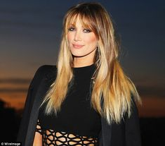 Soaring back up to the top spot of the ARIA Singles char this week is Delta Goodrem, who is celebrating the success of her new smash Wings reaching Washington Dc Fashion, Hair Tape, Hair 2018, Face Framing, Popular Hairstyles, Hollywood Celebrities, Number One, Hair Trends, Hair Extensions