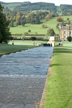 Chatsworth House, Derbyshire, England by Chris Hill ( CC) Oh The Places You'll Go, Places To Travel, Places To Visit, England And Scotland, England Uk, Chatsworth House, Chatsworth Estate, Parcs, English Countryside