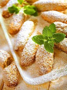 Biscotti di mandorle e sesamo: ottimi dolcetti da gustare a colazione, a merenda o da regalare, ben confezionati. Sanissimi, oltre che super golosi.