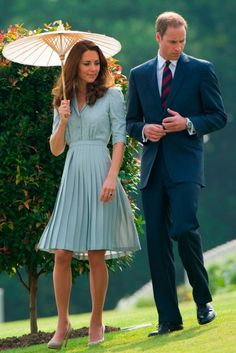 Kate Middleton wearing Jenny Packham. Lovely style from Jenny Packham.