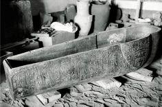 Cuve du second sarcophage en pierre de Psousennès Ier, nécropole royale de Tanis, NRT III. Source : Tanis, images d'une cité enfouie