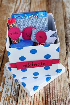 Christmas Bazaar Craft Ideas | eighteen25: Cupcakes in a Box | Gift Giving