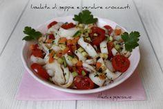 Insalata di seppie e verdure croccanti Calamari, Caprese Salad, Finger Foods, Italian Recipes, Sushi, Picnic, Menu, Chicken, Cooking