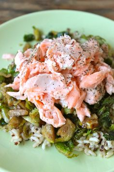 Easy Salmon Filet of Salmon melted coconut oil salt pepper lemons Seafood Dishes, Seafood Recipes, Healthy Food Options, Healthy Recipes, Simple Baked Salmon, Baked Salmon Recipes, Salmon Meals, Salmon And Rice, Lemon Salmon
