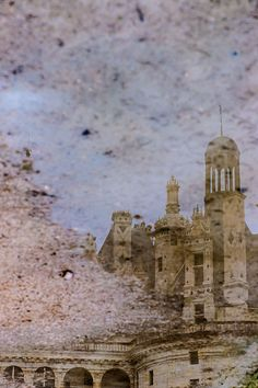 le rêve du roi 1 - pinnacles of Chambord castle reflected in a puddle