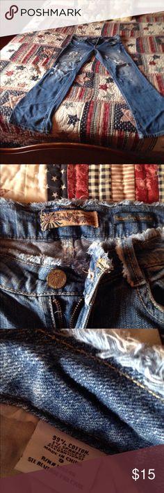 Size 9 wall flower distressed jeans. Smoker Used but wear left! Purchased from belk Wallflower Jeans Boot Cut