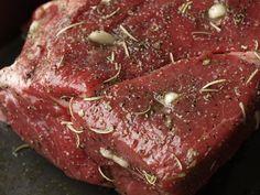 Slow Roast Beef, Roast Beef Dinner, Bbq Roast, Sirloin Tip Roast, Roast Beef In Oven, Cooking Roast In Oven, Sunday Roast, Slow Cooking, Beef Oven Recipe