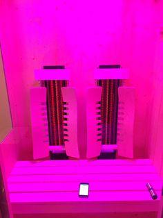 Design-Infrarotkabine mit Farblicht und App-Steuerung aus Österreich.  Stufenlos regelbare Tiefenwärmestrahler sorgen für Entspannung in dieser edlen Wärmekabine.   By Gurtner Wellness GmbH
