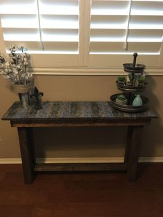 Transform That Old Table Using Napkins! Furniture Ads, Upcycled Furniture, Furniture Projects, Vintage Furniture, Modern Furniture, Simple Furniture, Baby Furniture, Furniture Design, Building Furniture
