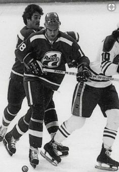 Mark Messier with the Indianapolis Racers vs. the Oilers of all teams. Stars Hockey, Hockey Teams, Hockey Players, Ice Hockey, Hockey Stuff, Mark Messier, States In Usa, All Team, Edmonton Oilers