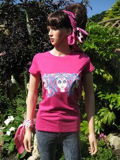 """""""Tripletts"""", une autre conception unique Alice Brands sur les sommets des femmes et des T-shirts. Nous avons une large gamme d'images en couleur sur différents sommets fabriqués à partir de matériaux souples et confortables qualité. Voir les tous sur l'un de ces deux sites: www.etsy.com/shop/AliceBrands. www.alicebrands.co.uk. #alicebrands."""
